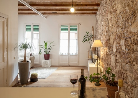 paredes de piedra en apartamento rstico