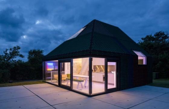 Vista de casa de campo  por la noche