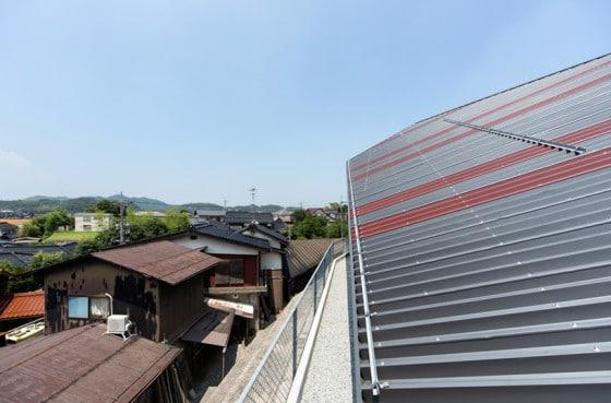 Vista del techo de calaminas metálicas