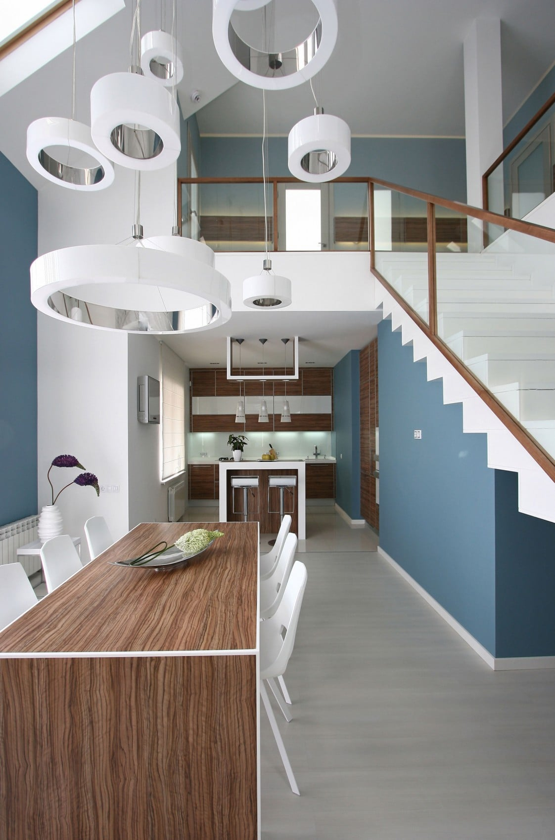 Dise o casa moderna dos plantas y planos construye hogar for Modelos de sala comedor modernas