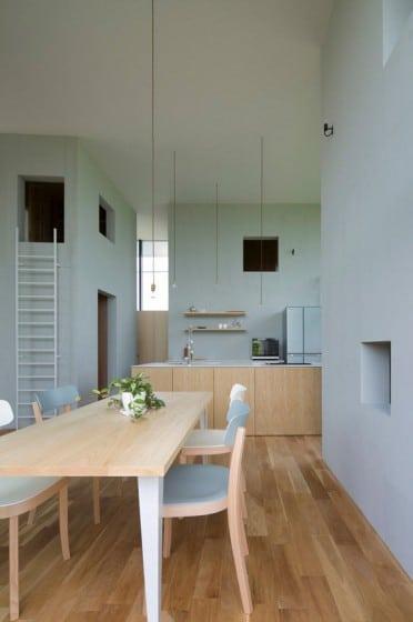 Diseño de pequeño comedor y cocina con isla