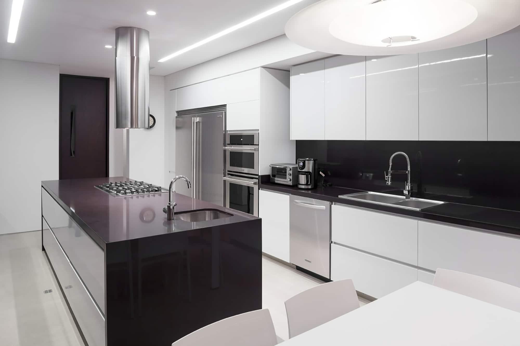 Moderno dise o casa de un piso con planos construye hogar for Cocinas en u modernas