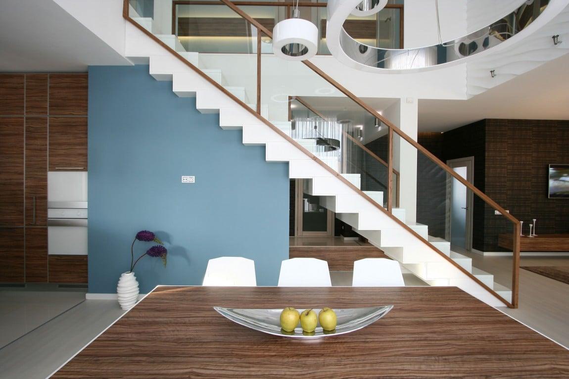 Dise o casa moderna dos plantas y planos construye hogar for Gradas interiores para casas