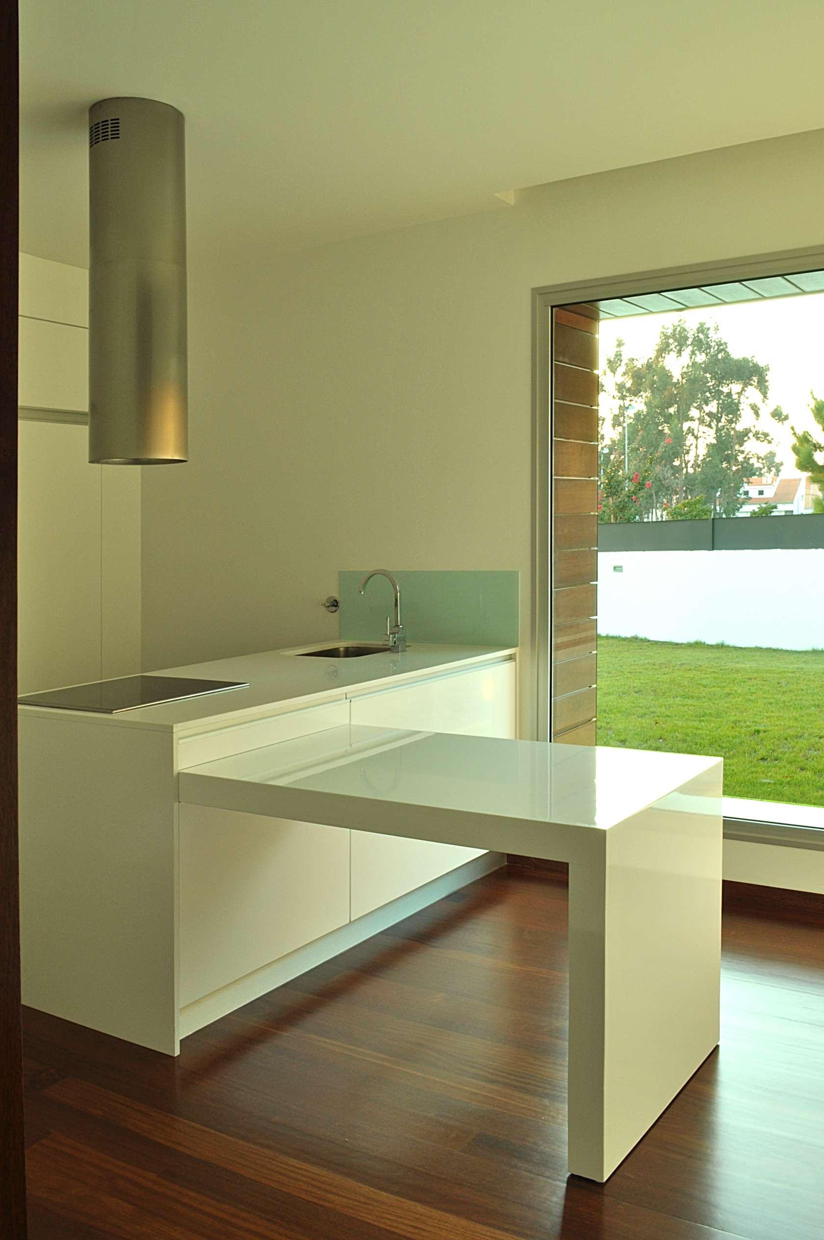 Dise o de casa cuadrada de dos pisos con planos y fachadas for Diseno de cocinas pequenas cuadradas
