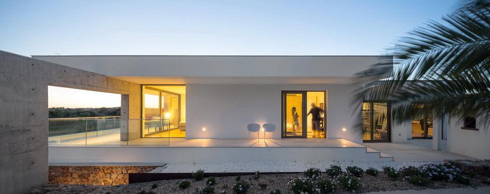 Moderna casa de dos plantas con piscina en azotea for Casas modernas con piscina interior
