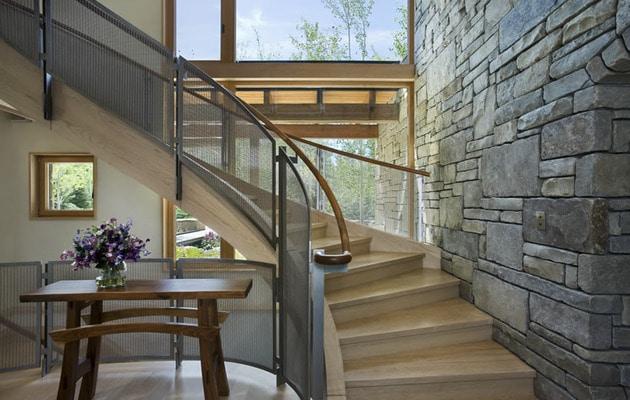 Dise o de casa de piedra fotos de fachada e interiores - Casas con escaleras interiores ...