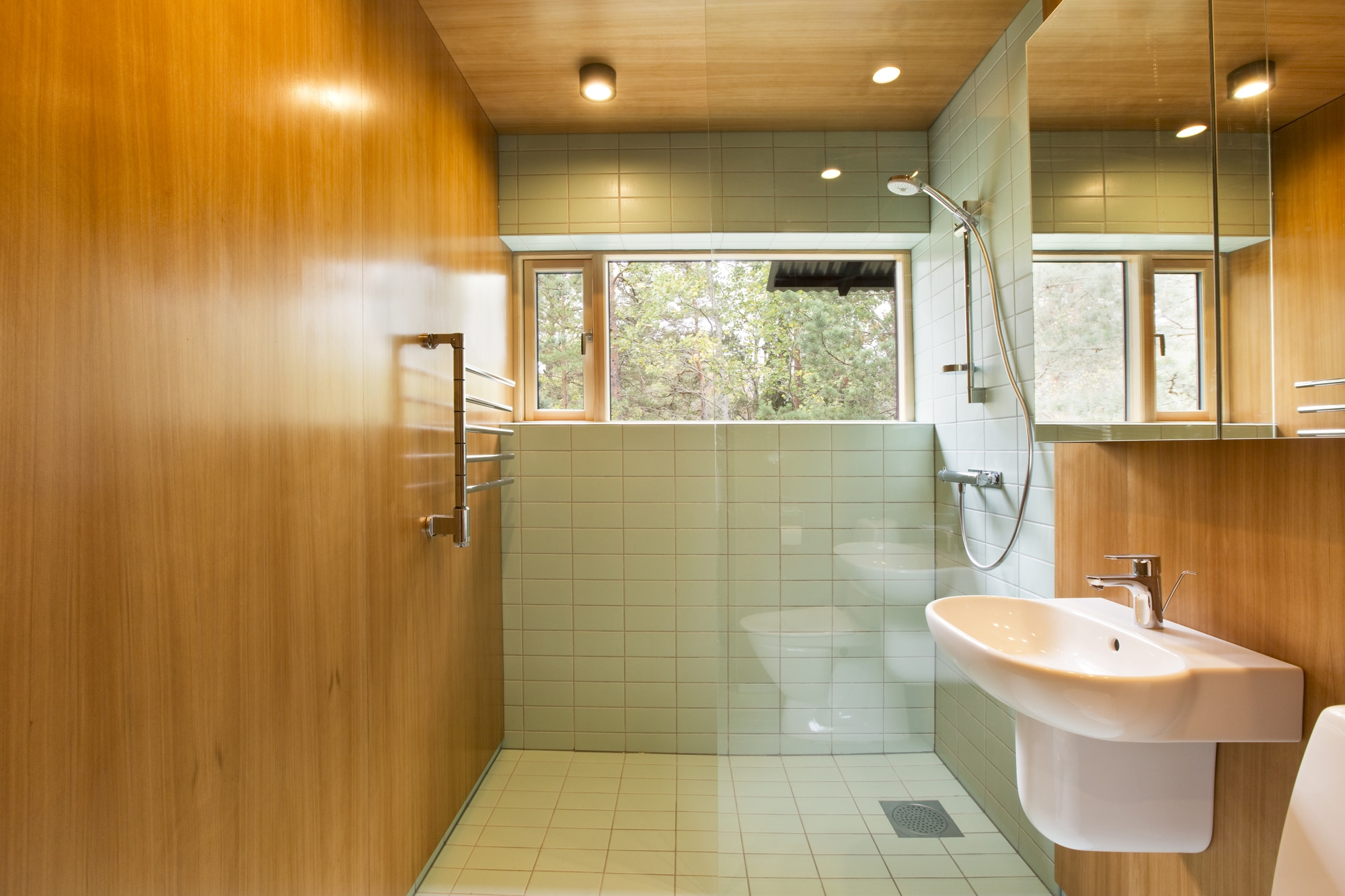 Dise o de casa peque a de madera fachada planos interior for Diseno de interiores modernos casas